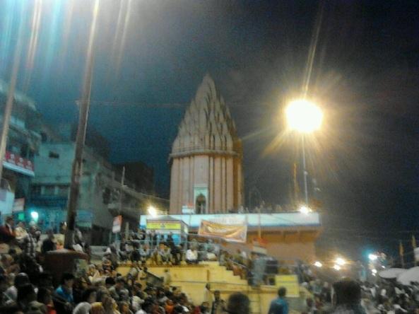 Benares e la notte sacra